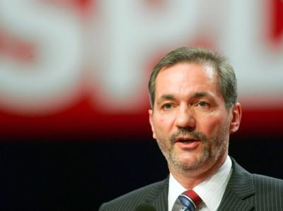 «Der Verfolgungsdruck rechtsextremer Strukturen muss stärker werden»: Brandenburgs Ministerpräsident Matthias Platzeck (SPD). Archivfoto: