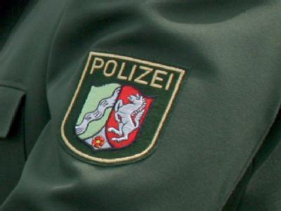 Ärmelabzeichen eines Polizisten in Nordrhein-Westfalen. In Hamm wurde Tote und Verletzte entdeckt. Foto: Martin Gerten/Archiv