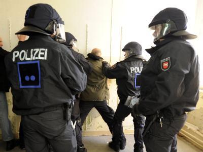 Amnesty fordert eine Kennzeichnungspflicht von Polizisten.