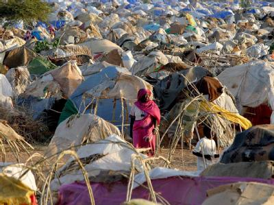 Ein Flüchtlingslager in der Nähe von Nyala (Süddarfur, Archivfoto vom 20.06.2005).