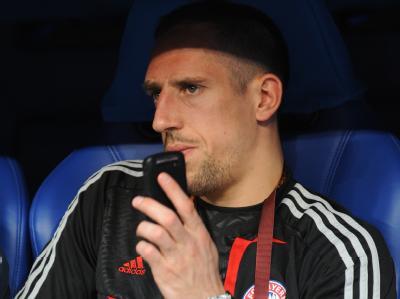Franck Ribery sitzt beim Champions League-Finale als Zuschauer auf der Bank.