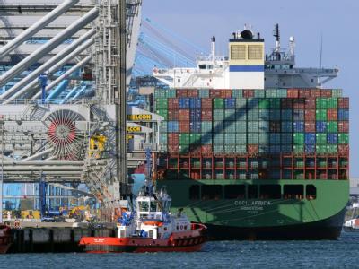Containerschiff im Hafen von Rotterdam: So dynamisch wie 2010 läuft die Konjunkturentwicklung in Europa längst nicht mehr.