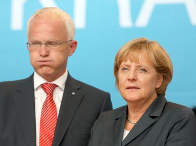 NRW-Ministerpräsident Jürgen Rüttgers zusammen mit Bundeskanzlerin Angela Merkel. (Archivbild)