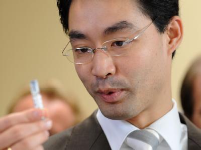 Bundesgesundheitsminister Rösler denkt auch über die Abschaffung der Praxisgebühr nach.