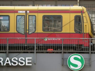 Die Sommerhitze legt den Berliner S-Bahn-Verkehr lahm.