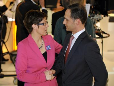 Regierungschefin Kramp-Karrenbauer kann weitermachen - mit der SPD und Heiko Maas als Juniorpartner. Foto: Oliver Dietze