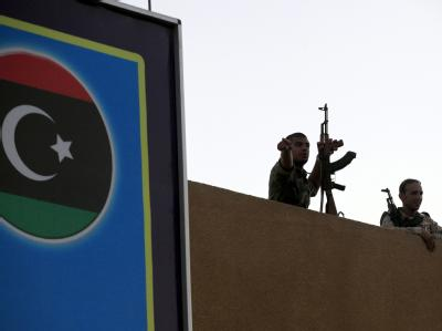 Ein Jahr nach Gaddafis Tod soll in Libyen die erste gewählte Regierung antreten. Der demokratische Prozess kommt trotz einiger Kinderkrankheiten recht gut voran. Doch immer noch schießen Milizen, sobald ihnen etwas nicht passt. Foto: Amel Pain/Archiv
