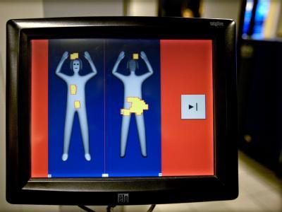 Blick auf den Bildschirm eines Körperscanners in den Niederlanden. Innenminister de Maizière zeigt sich offen, an Flughäfen Körperscanner zur Passagierkontrolle zuzulassen.