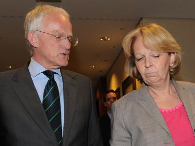 Der nordrhein-westfälische Ministerpräsident Rüttgers und die SPD-Landesvorsitzende Kraft haben die Sondierungsgespräche beendet.