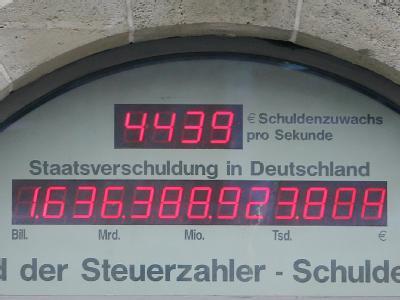 Inzwischen ist es schon wieder etwas mehr geworden: Die Schuldenuhr des Bundes der Steuerzahler in Berlin am 13.11.2009 um 12.10 Uhr.