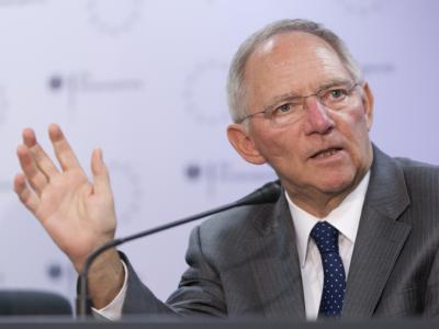 Bundesfinanzminister Wolfgang Schäuble in Brüssel eine Pressekonferenz.