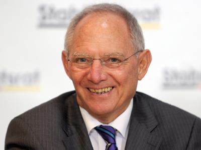 Hat gut lachen: Die gute Konjunktur 2011 half auch Bundesfinanzminister Wolfgang Schäuble. Foto: Tim Brakemeier