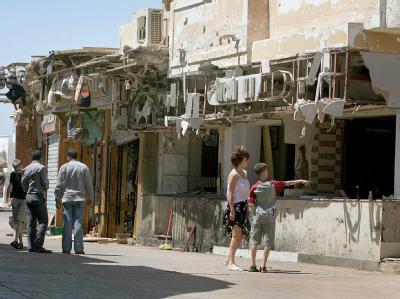 Zerstörtes Geschäft nach Bombenanschlag in Dahab (Archivbild vom April 2006). Israel befürchtet einen neuen Terrorakt auf der ägyptischen Sinai-Halbinsel.