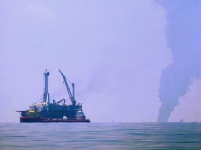 Stahlkuppel liegt über Öl-Leck