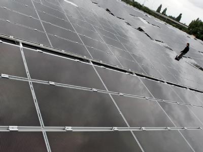 Kompromiss im Vermittlungsausschuss bei der staatlichen Solar-Förderung: Es bleibt bei der Senkung von 11 bis 16 Prozent. Im vollen Umfang kommt sie aber erst drei Monate später.