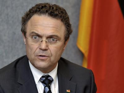 Bundesinnenminister Hans-Peter Friedrich (CSU) sieht keine unmittelbare Terrorgefahr durch Rechtsextremisten.