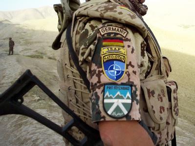 Die «Schlüsselfähigkeiten» der Amerikaner sollen der Bundeswehr im Norden bis ins Jahr 2012 hinein erhalten bleiben. Foto: Maurizio Gambarini, dpa