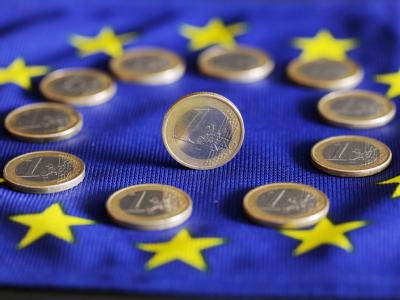 Zwei Optionen für die Stärkung des EFSF liegen auf dem Tisch: eine Teilabsicherung neuer Anleihen aus Risikoländern und ein Kreditsondertopf unter Einbeziehung des IWF.