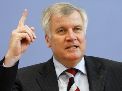 Horst Seehofer geht fest davon aus, dass Sigmar Gabriel als Kanzlerkandidat ins Rennen geht. Foto: Johannes Eisele