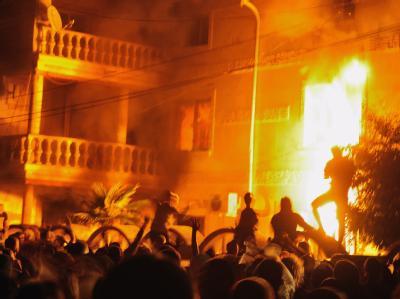 In Bulgarien kam es zu gewaltsamen Ausschreitungen gegen die Roma-Minderheit, wie hier bei einem Brandanschlag im Dorf Katunitsa (Archivbild).