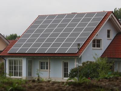 Mit der Kürzung der Solarförderung will die Bundesregierung ein Ausufern der Kosten für die Verbraucher vermeiden. Foto: Karl-Josef Hildenbrand