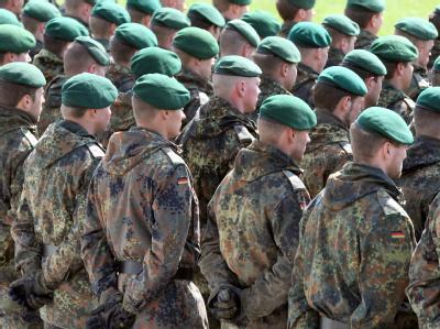 Die Polizeigewerkschaft kann sich vorstellen, dass ehemalige Soldaten als Polizeibeamte ausgebildet werden. (Archiv- und Symbolbild)