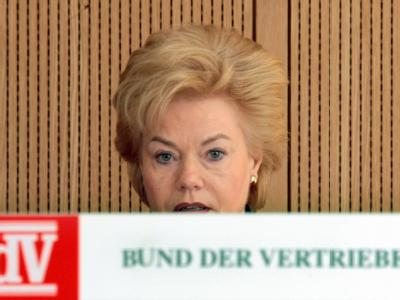 Die Vertriebenen-Präsidentin Erika Steinbach will, dass die Regierung auf ihr Vetorecht bei der Besetzung des Stiftungsbeirats verzichtet.