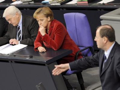Frank-Walter Steinmeier, Angela Merkel und Peer Steinbrück. (Archivbild vom 30.01.2009)
