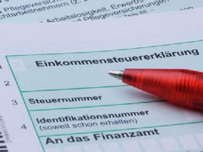 Union und FDP sind sich einig: Arbeitnehmer sollen künftig höhere Werbungskosten pauschal und ohne Belege geltend machen können.