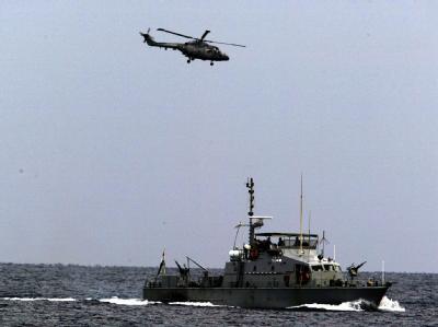 Suche nach einem ins Meer gestürzten ägyptischen Flugzeug am 6.1.2004 (Symbolbild).