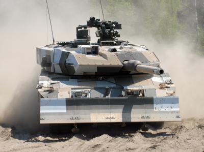 Verkaufsschlager: Ein Kampfpanzer vom Typ Leopard 2 auf einem Testgelände. Foto: Krauss-Maffei Wegmann