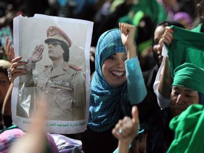Anhänger Gaddafis in Tripolis: Der Staatschef will Misurata so schnell wie möglich einnehmen, bevor die Nato mit Bodentruppen kommt.