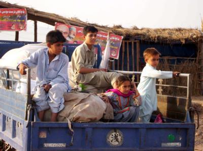 Pakistanische Flüchtlinge bereiten sich auf ihre Rückkehr ins Swat-Tal vor.