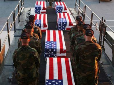 Särge mit toten US-Soldaten kehren aus dem Irak zurück (Archiv).