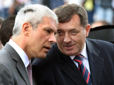 Serbiens Präsident Boris Tadic (L) Anfang September während eines Gesprächs mit Milorad Dodik.