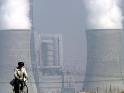 Billige Energie für das Schwellenland China: Das gigantische Kohlekraftwerk von Shengtou (Archivfoto vom 10.2.2004).
