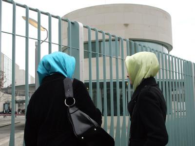 Zwei türkische Schülerinnen in Berlin: Laut einer Studie haben die Türken in Deutschland am meisten Integrationsprobleme.