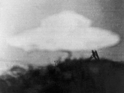 Eine angebliche fliegende Untertasse, aufgenommen von einem 13-jährigen Jungen am 15.02.1954 in Coniston in Großbritannien.