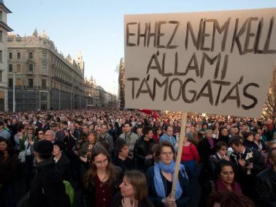 Das umstrittene ungarische Mediengesetz trieb im März 2011 Tausende auf die Straße.