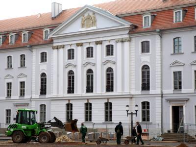 Ernst-Moritz-Arndt-Universität in Greifswald: Hochschulen und Forschung sollen von 2011 an mit 18 Milliarden Euro unterstützt werden. (Symbolbild)