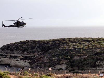 Helikopter über Lampedusa: Weiterhin machen sich Flüchtlinge von Nordafrika aus auf den gefährlichen Weg nach Europa. Foto: Lannino