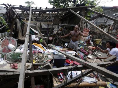 Nicht nur in San Miguel nördlich der philippinischen Hauptstadt hinterließ «Nari» zertrümmerte Gebäude. Foto:Dennis M. Sabangan