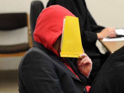Der wegen Kindesmissbrauch Angeklagte im Landgericht Hamburg. Foto: Angelika Warmuth