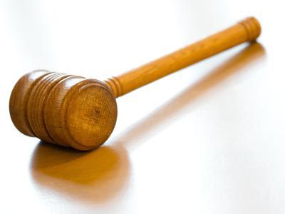 Vor dem Karlsruher Landgericht beginnt der Prozess gegen einen 24-Jährigen, der seine hochschwangere Freundin erstochen haben soll. Foto: Friso Gentsch/Archiv