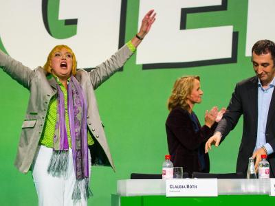 Für die scheidende Grünen-Parteichefin Claudia Roth war es ein emotionaler Abschied. Foto: Hannibal