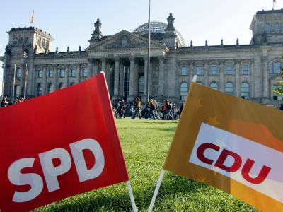 Die SPD-Spitze formuliert eher weiche Bedingungen für den Eintritt in eine große Koalition. Foto: Gero Breloer