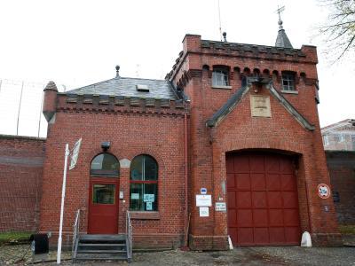 Das Hauptportal der Justizvollzugsanstallt Fuhlsbüttel Foto: Axel Heimken
