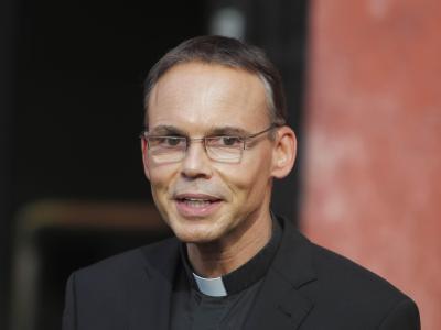 Nicht nur die Katholiken fragen sich, wie es mit dem umstrittenen Bischof weitergeht. Foto: Fredrik von Erichsen/Archiv