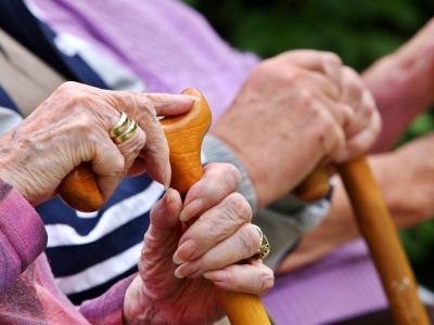 Auf die Grundsicherung im Alter sind insbesondere westdeutsche Frauen angewiesen. Foto: Oliver Berg/Archiv