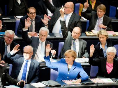 Die Abgeordneten der Union stimmen bei der konstituierenden Sitzung des Bundestags ab. Foto: Maurizio Gambarini